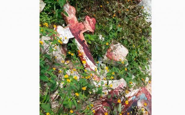 Tiran en panteón cuerpo de joven asesinado a puñaladas