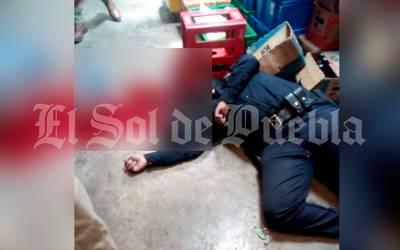 Muere policía al interior de un Oxxo, por disparo en la cabeza