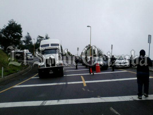Sujetos armados atracan a trailero