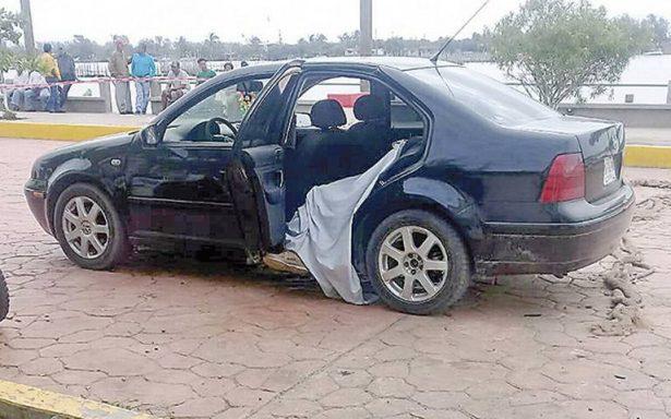 Sicarios matan a 2 jóvenes a un costado de carretera