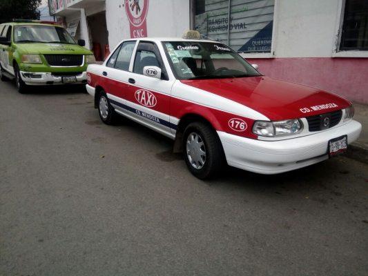 Ama de casa es arrollada por taxi