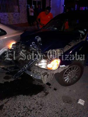Ex delegado de Tránsito choca contra vehículo del Ayuntamiento