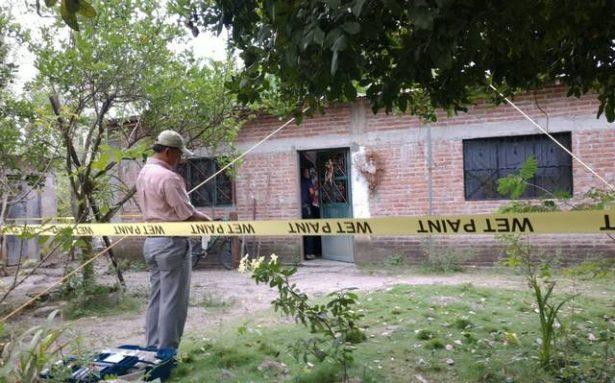 Degüellan a agente municipal y su esposa; su hija halla los cuerpos