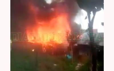 Incendio en una casa provocó que otras 2 se quemaran