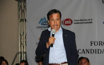 Denunciarán a Cuitláhuac García por decir que jóvenes hallados en fosas clandestinas, son del crimen organizado