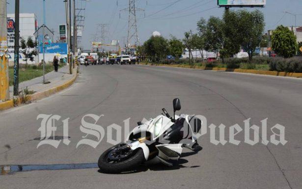 Motociclista evita atropellar a peatón pero muere al sufrir fuerte caída