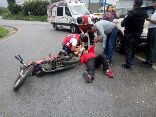Chocan moto y camioneta