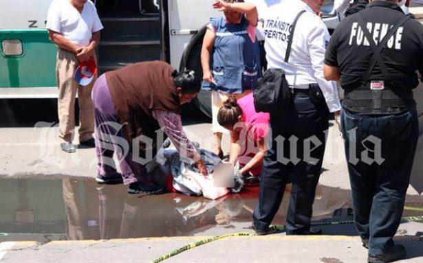 Ancianita muere bajo las llantas del transporte público