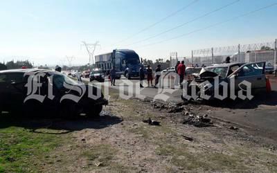 Cuatro niños y una recién nacida, heridos tras choque