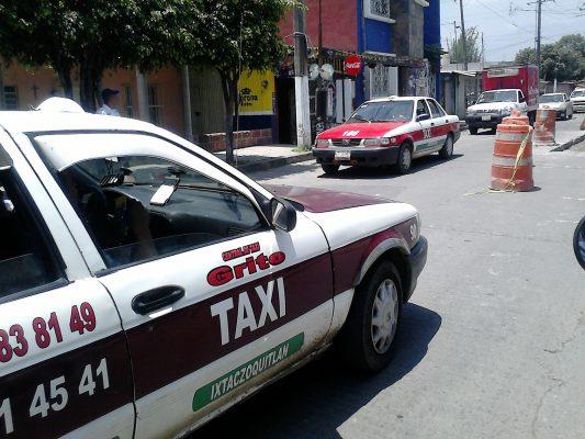 Embarazada resulta lesionada en choque de taxi