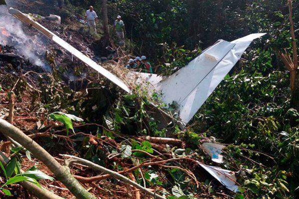 Dos personas mueren calcinadas al caer avioneta en Chiapas