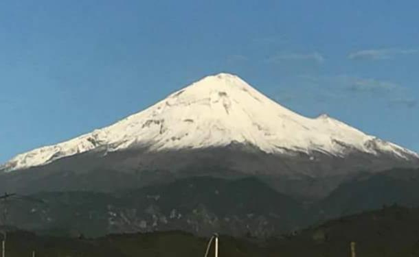 Cae nevada atípica en el Pico de Orizaba
