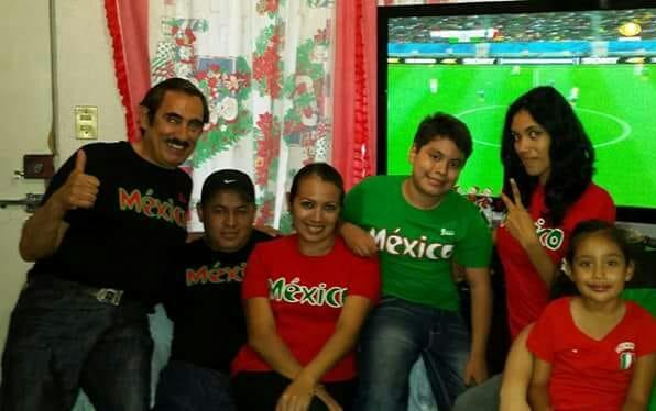 Gran ambiente disfrutan las familias, con el partido de México