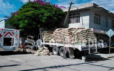 Fallece aplastado por camión cargado con 30 toneladas de cemento