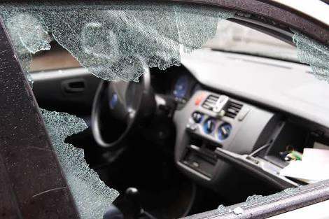 Dan de batazos a árbitro, para robarle automóvil
