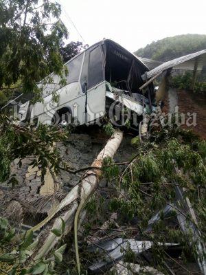 A punto de provocar tragedia un autobús