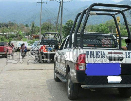 Acusan a falsos policías estatales de robar un vehículo
