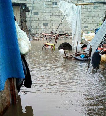 Aguas negras inundan viviendas de la ciudad