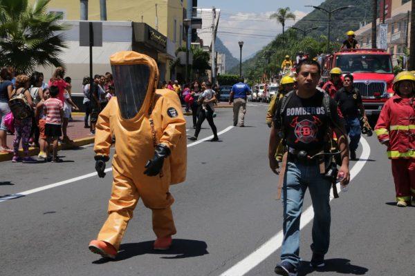 Con desfile celebranel Día del Bombero