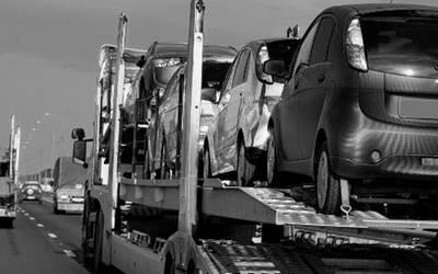 Comando armado roba nodriza con 14 vehículos nuevos