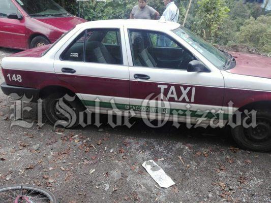 Sujetos armados despojan de taxi a ruletero