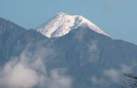 Se cae avioneta en el Pico de Orizaba; dos muertos