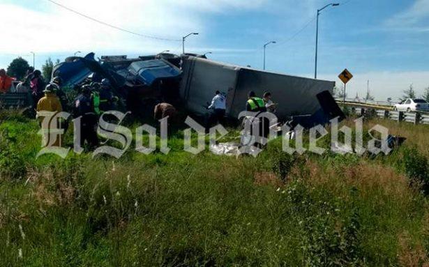 Fallece prensado joven trailero, en la autopista Orizaba-Puebla