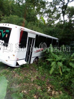 Choca autobús; 7 heridos