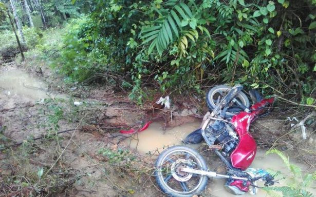 Río crecido se lo lleva con todo y motocicleta; pereció ahogado
