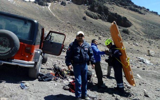Rescatan con vida a otros tres excursionistas del Pico de Orizaba
