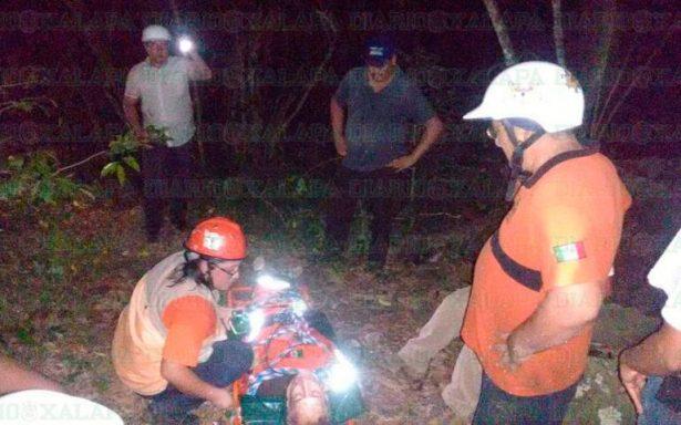 Vive de milagro, profesor de la UV que cayó a barranco de 40 metros de profundidad