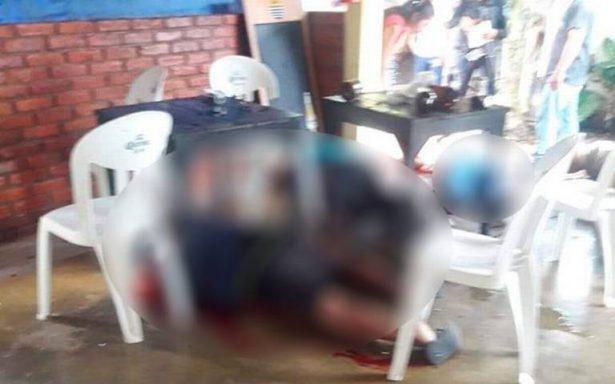 Hombres armados ejecutan a 3 dentro de un bar