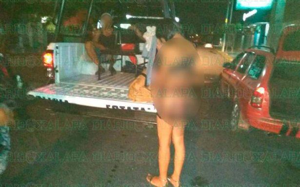 Trío de hombres son sorprendidos en pleno acto sexual ¡en la calle!