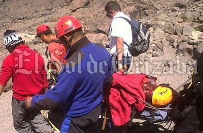 Mueren dos alpinistas en el Pico de Orizaba; su acompañante resultó con diversas fracturas