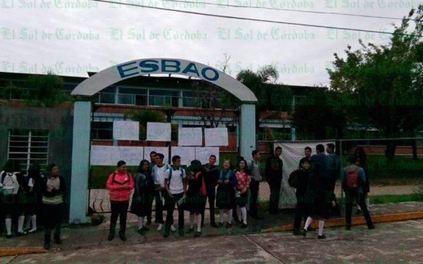 Alumnos toman la Esbao, exigen ser escuchados por las autoridades educativas