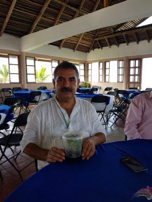 Dona CICY primeras plantas de coco invitro a productores veracruzanos