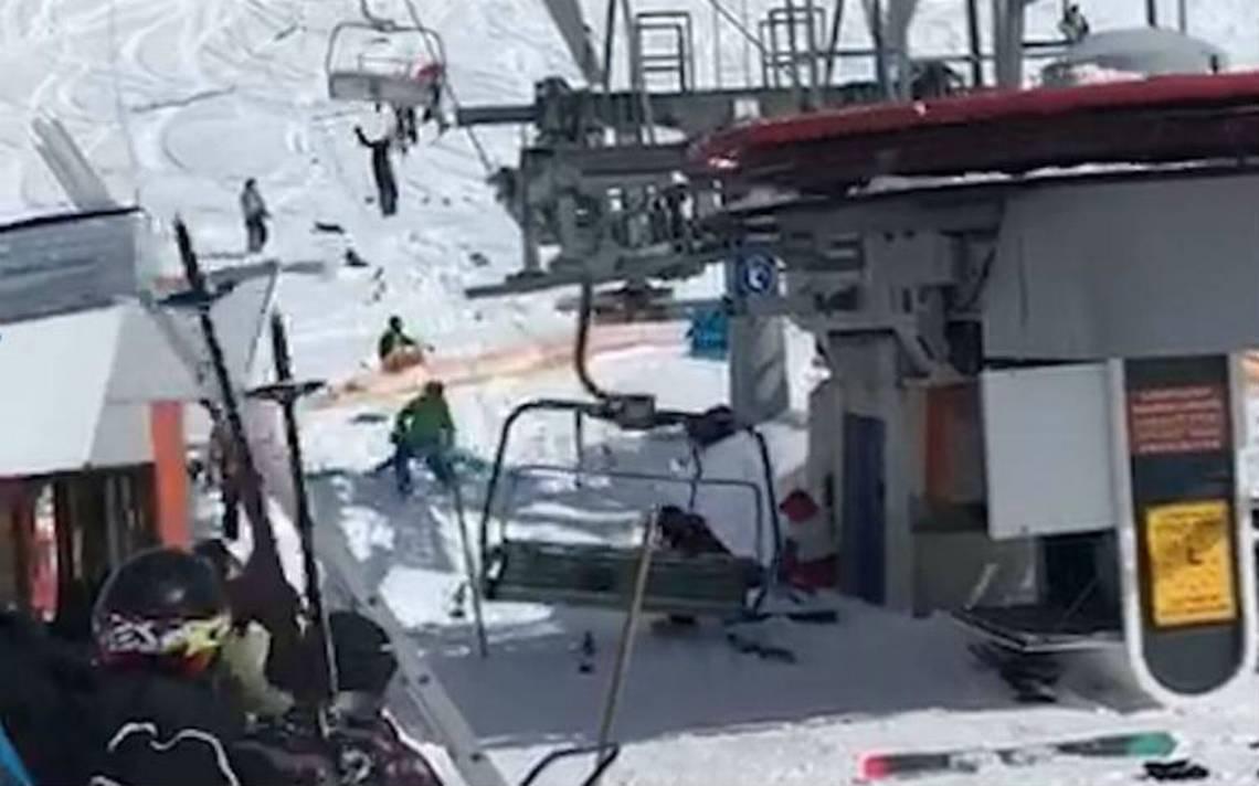 Fuera de control: una aerosilla lanza por los aires a esquiadores en Georgia