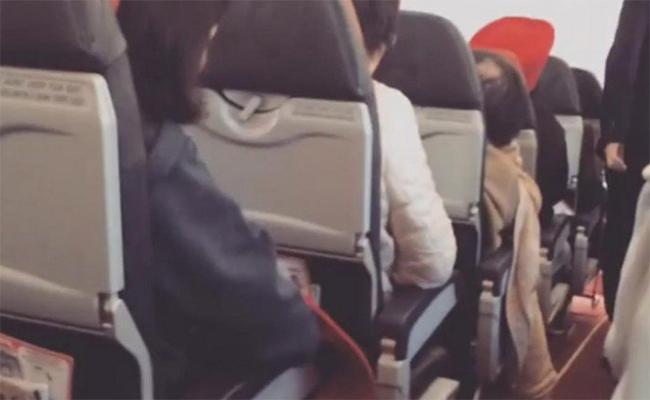 """[Video] Piloto pide a pasajeros rezar ante """"movimientos"""" en su avión"""