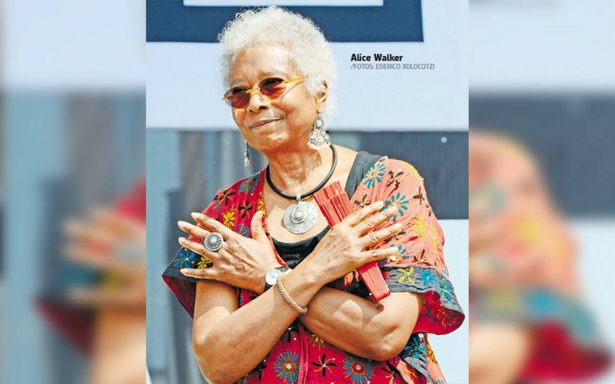 La escritora Alice Walker aconseja hacer amigos con el mundo