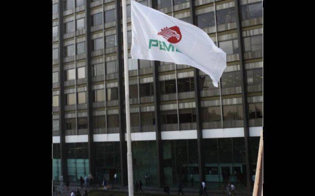 Van 100 empleados despedidos de Pemex por robo de combustible