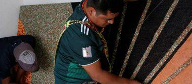 Indígenas wixárikas de Jalisco buscan récord con el mural de chaquiras más grande del mundo