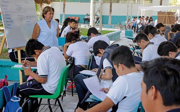 """Estudiantes mexicanos ni de """"panzazo"""" pasan en matemáticas"""