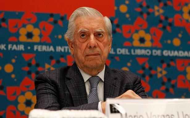 Dan de alta a Vargas Llosa tras sufrir una caída en su casa