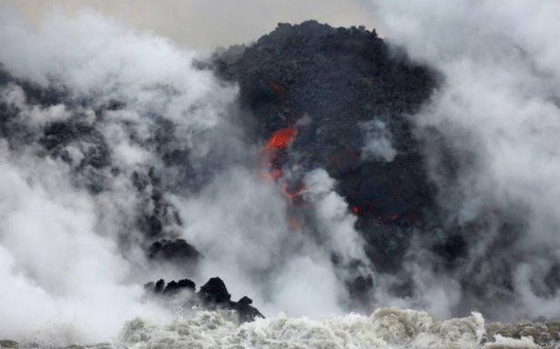 Lava del volcán Kilauea llega al océano y crea nube tóxica