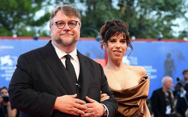 Del Toro convence en Venecia con una historia de amor