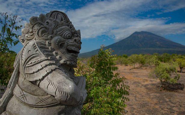Alerta por posibles erupciones de los volcanes Monaro y Monte Agung