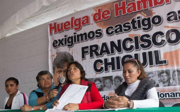 Padres de víctimas de News Divine inician huelga de hambre