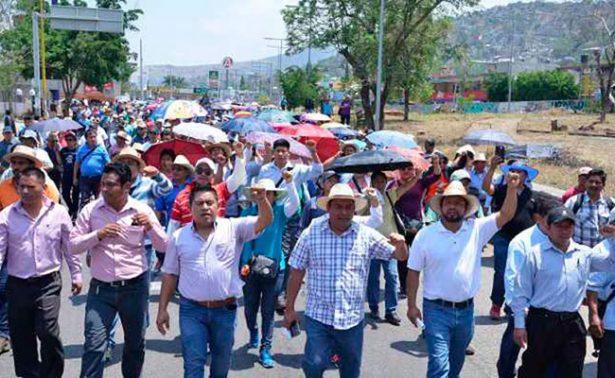 Maestros de Chiapas denuncian violación a sus derechos laborales