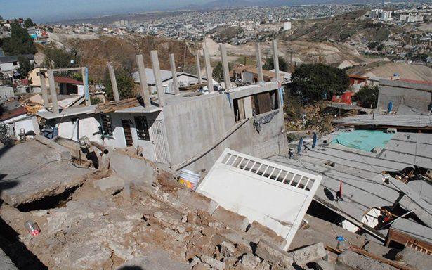 En Tijuana, 70 familias dejan casas por miedo a derrumbes