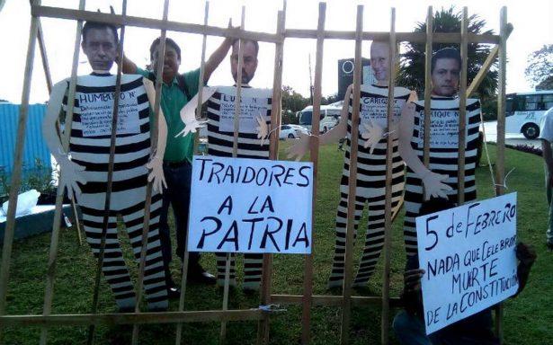 """Por violar la Constitución, """"encarcelan"""" a Peña Nieto en Cancún"""